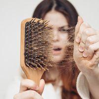 Neztrácejte hlavu při vypadávání vlasů. Trichologie představuje řešení pro muže i ženy!