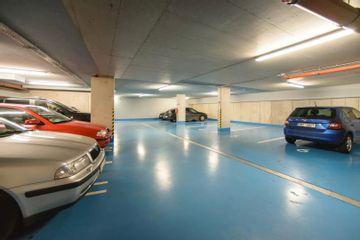 Poliklinika Karlov   garáž pro klienty a personál (2)