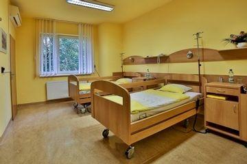 pokoj pacientky body klinika