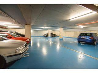 Poliklinika Karlov   garáž pro klienty a personál