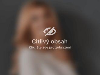 Modelace prsou s augmentací (pomocí prsních implantátů) - 742437