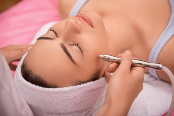 Jak se provádí laserové zákroky dermatologie?