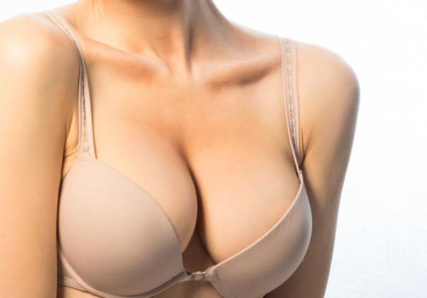 Kontroly a prevence po zvětšení prsou