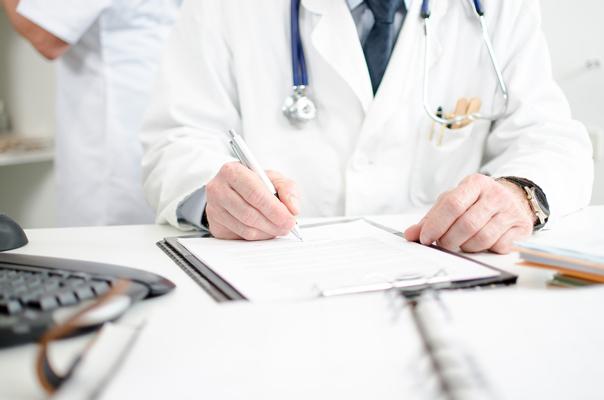 Výběr specialisty pro operaci varixů žilním lepidlem