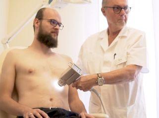 Jak probíhá vyšetření znamének dermatoskopem?